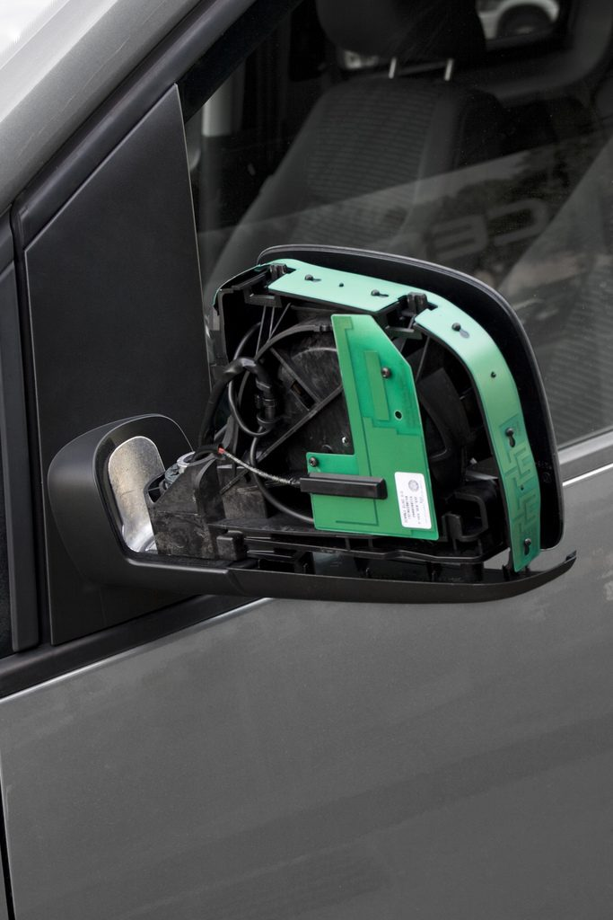 131112 Rear-view mirrors with Fractal Antenna